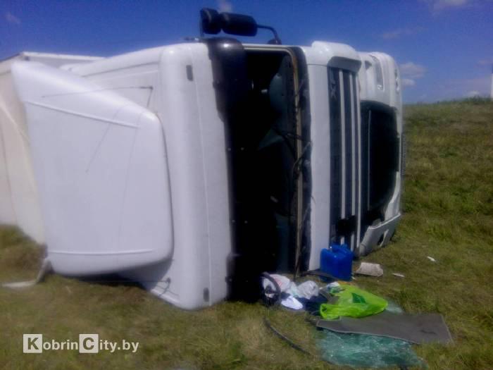 ДТП под Кобрином: пьяный водитель перевернулся на фуре