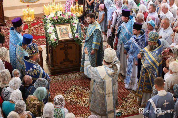 http://www.kobrincity.by/images/thumbnails/images/Novosti_Anton/cerkov/new_hram_voenny_gorodok/osvjaschenie_28_avg_2019/hram_voengorodok_12-fill-730x487.jpg