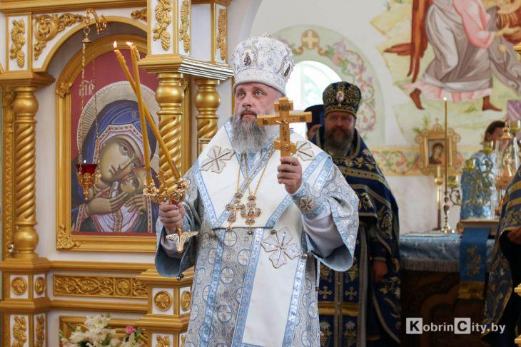 http://www.kobrincity.by/images/thumbnails/images/Novosti_Anton/cerkov/new_hram_voenny_gorodok/osvjaschenie_28_avg_2019/hram_voengorodok_22-fill-730x487.jpg