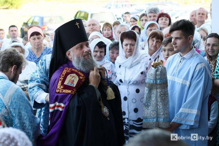 http://www.kobrincity.by/images/thumbnails/images/Novosti_Anton/cerkov/new_hram_voenny_gorodok/osvjaschenie_28_avg_2019/hram_voengorodok_05-fill-730x487.jpg