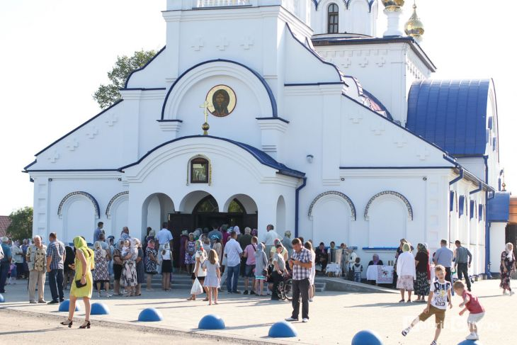 http://www.kobrincity.by/images/thumbnails/images/Novosti_Anton/cerkov/new_hram_voenny_gorodok/osvjaschenie_28_avg_2019/hram_voengorodok_17-fill-730x487.jpg