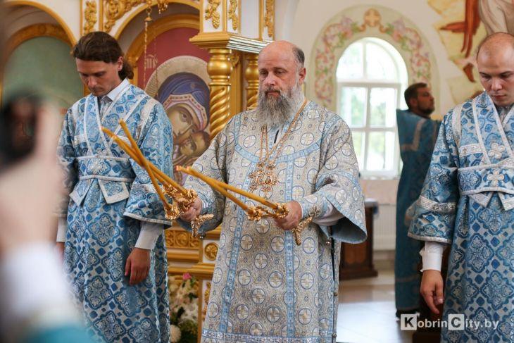 http://www.kobrincity.by/images/thumbnails/images/Novosti_Anton/cerkov/new_hram_voenny_gorodok/osvjaschenie_28_avg_2019/hram_voengorodok_32-fill-730x487.jpg