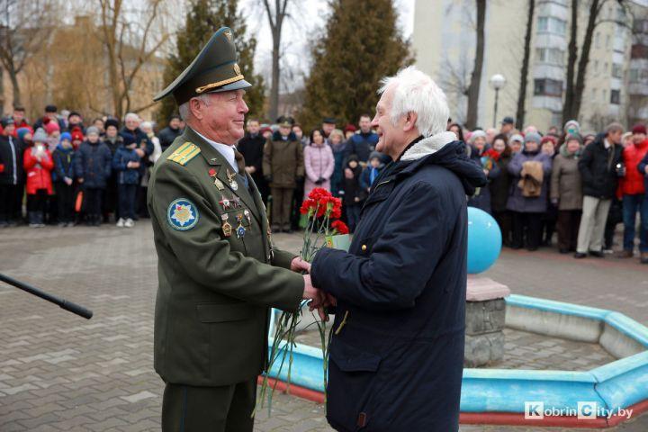 Ветеран Андрей Владимирович Мелинчук и скульптор Геннадий Семенович Абрамов