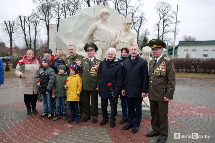 В Кобрине открыли памятник воинам-интернационалистам